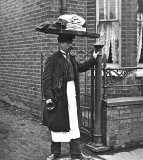 c. 1910 - The muffin man
