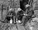 1917 - British soldiers having lunch