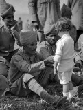 1914 - French boy meets Indian soldiers of the British Commonwealth forces