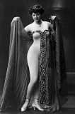 1910 - Sexy in acalzamaglia