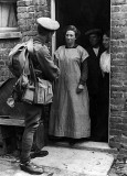 1914 - Soldier saying goodbye