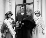 1922 - A director and his stars