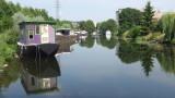 Hausboote auf Kanal in Lüttich