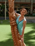 Posing with a carved palm tree trunk