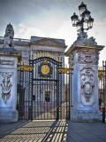 Contre-jour! - Gate at Buckingham Palace.