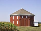 I found this neat octogonal barn in Bryan, Ohio