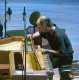 Attention to the harpsichord at interval