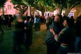 A dançar