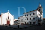 A Igreja e a Torre Sineira