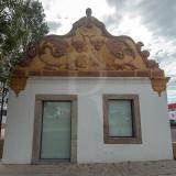 Fachada setecentista de um edifício situado à entrada de Faro conhecido por Casa das Figuras (Imóvel de Interesse Público)