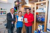 Oranjevereniging Vianen ontvangt eerste dvd van koninklijk bezoek