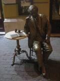 Statue de ... (merci de votre aide pour l'identification)