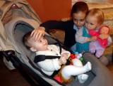 Victoire, Soanne, Maïka et la poupée