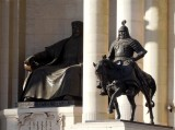 Statue of General Muqali to Guard Genghis Khan.jpg