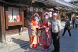 Judy with tourists posing as maikos (apprentice geishas) on Ninen-zaka and Sannen-zaka (contiguous streets) in Kyoto
