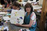 Judy pattern-dyeing a bag at a Kyo-yuzen Workshop at Marumasu-Nishimuraya in Kyoto