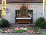 4. Altar vor dem Pfarrheim