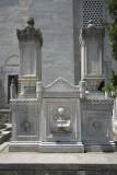 Istanbul Suleymaniye Mosque Graves 2015 1270.jpg