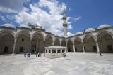 Istanbul Suleymaniye Mosque Inside court area 2015 1228.jpg