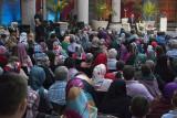 Istanbul Iftar at Yeni Cami 2693.jpg