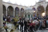 Istanbul Iftar at Yeni Cami 2694.jpg