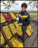 Apple salesman near Quba