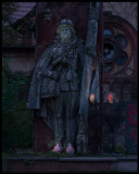 Me and Linus with the Russian statue at Beelitz-Heilstätten