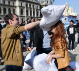 Pillow-Fight-Day-bataie-perne-Bucuresti-7.JPG