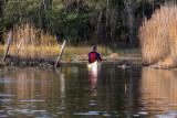 Hoppla landhöjningen har slagit till Genom denna kanal har vi paddlat förut, men denna gång fastnade Karin