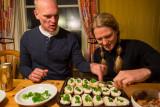 Jesper & Hanna draperar persilja med fingertoppskänsla.
