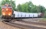A BNSF motor brings 175 around Fairy Curve at Norwood