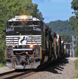 NS 2671 brings a Southbound under the signals at Southfork KY, starting the hard pull up Kings Mountain