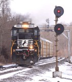 NS 275 heads out onto single track at Bowen after meeting a 276