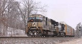 A white faced SD70m leads train 275 South at Milidgeville