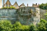 Restant van vestingmuur uit 1127