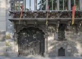 Palau Baró de Quadras, entry