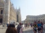 Marathoners pass the Duomo and Palazzo