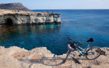 Chipre / Una Bici sin suspension aguantó muy bien el pedregal .jpg
