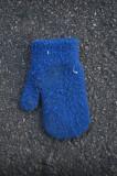 Pequeño guante azul