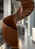 Free-standing spiral staircase