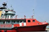 船頭甲板上的水炮及出泡口