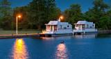 Houseboats At Dawn P1130326