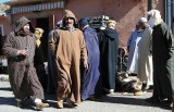 Vendeur du pain sur le marché hébdomadaire de vendredi à Jamaa Idaoussemlal, Maroc