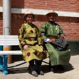 Couple mongol en costume traditionnel