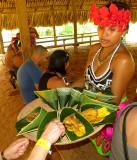 Repas offert, poisson frit et plantains