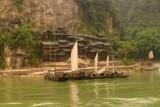 2015081585 Wooden Houses Xiling Gorge.jpg