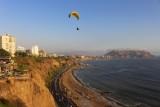 2016045786 Paraglider Miraflores Lima.jpg