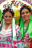 Flor de Piña dancers
