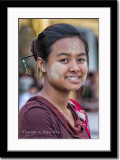 A countryside girl at Shwedagon temple
