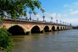 Pont de Pierre: ( Stone Bridge in English), The main access over the Garonne River